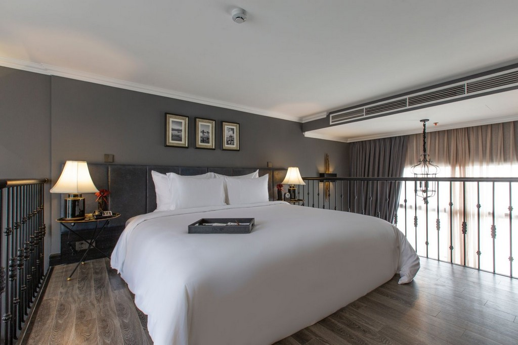 La Siesta Premium Hang Be embodies classic charm with Asian touches