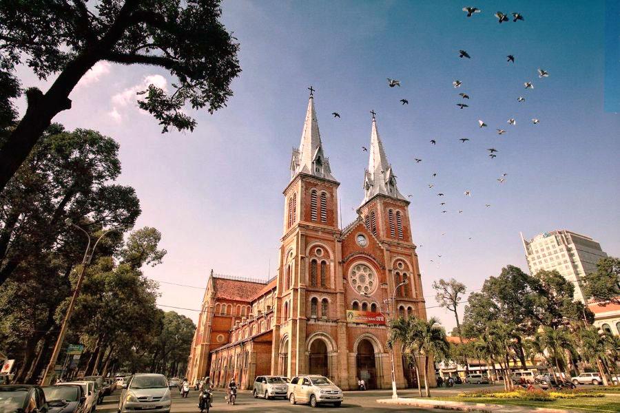 nhà thờ đức bà kiến trúc pháp cổ